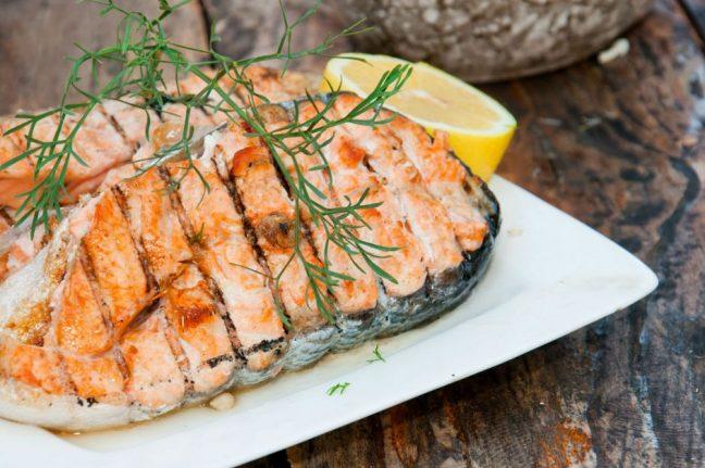 kolesterol dengeleyen besinler yemekler balık