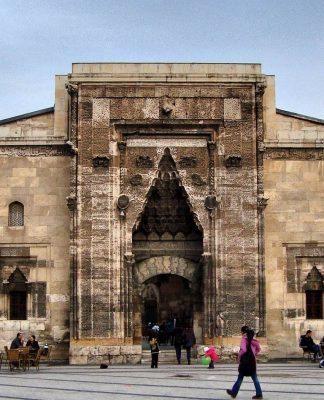 Sağlık Tarihi ve Müzeciliği Sempozyumu: Tıp tarihimize sahip çıkabiliyor muyuz?