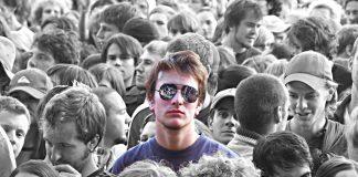 Sosyal fobi nedir? Belirtileri ve kurtulma yolları neler?
