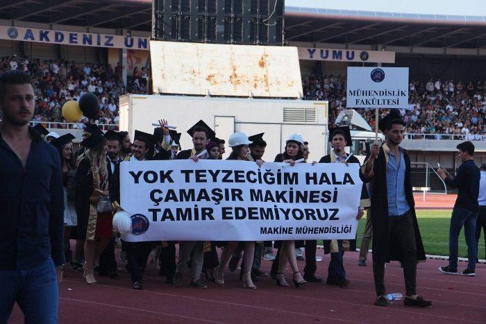akdeniz üniversitesi mezuniyet töreni 2017 pankartlar