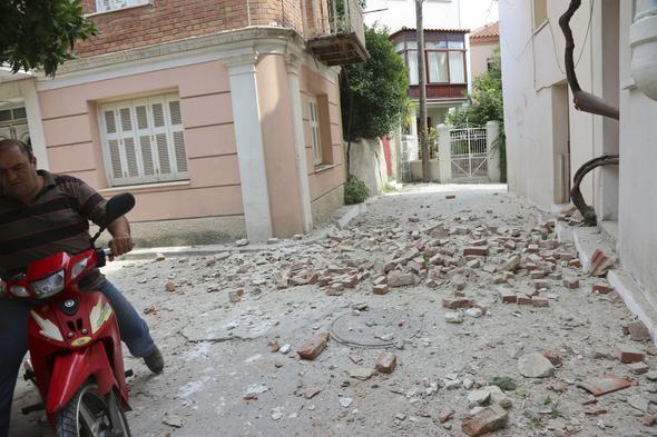 Midilli'den deprem görüntüsü