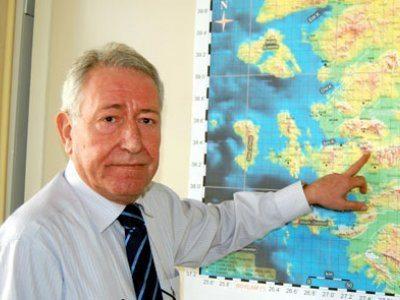 Dokuz Eylül Üniversitesi Jeofizik Mühendisliği Bölüm Başkanı ve Deprem Araştırma ve Uygulama Merkezi Müdürü Prof. Dr. Zafer Akçığ
