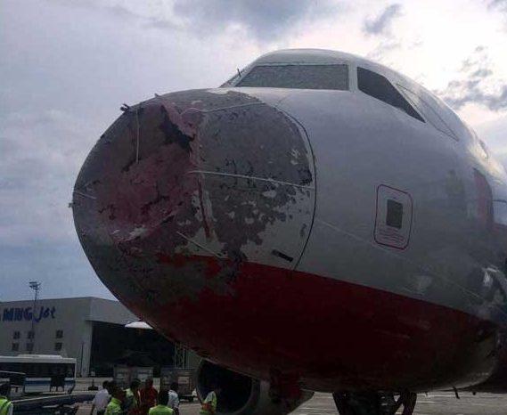 5 bin feette doluya yakalanan uçağın ön burnu hasar gördü atlas global istanbul ercan