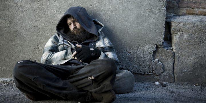 Neden dışarıda evsiz insanlar var?