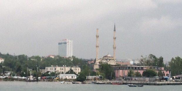 İstanbul'daki yağışta Haydarpaşa Camisi'nin minaresi yıkıldı.