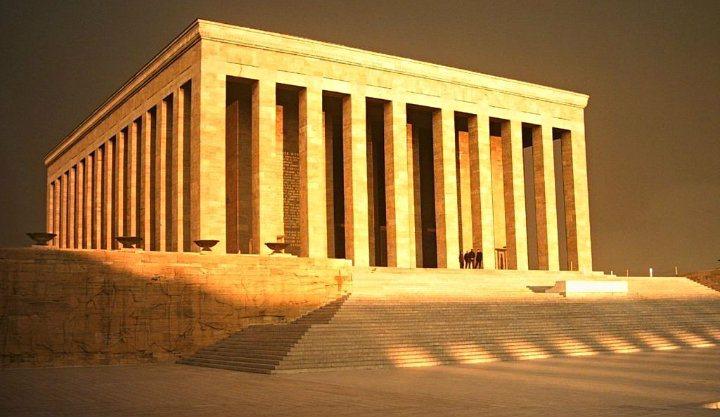 Milletin pusulası her yerde Anıtkabir'i gösterir