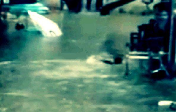 Sokakta yüzen adam ortaya çıktı - İstanbul