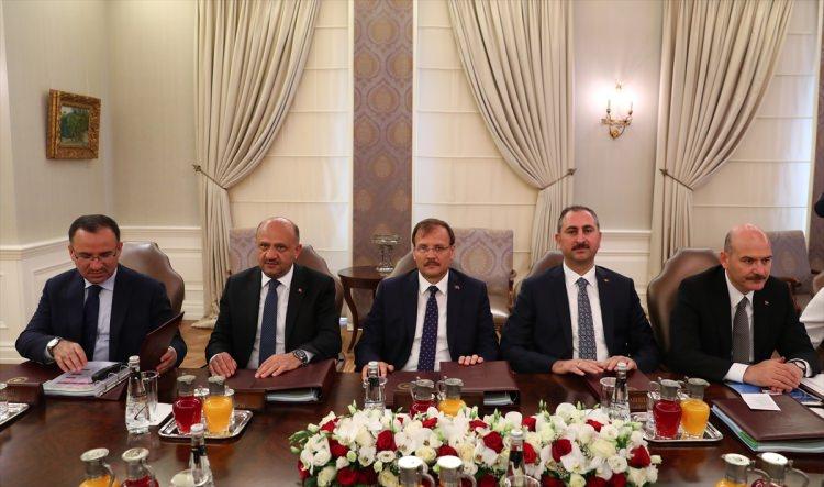 yaş üyeleri başbakan yardımcısı bakanlar