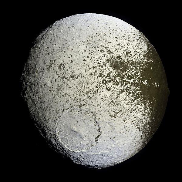iapetus, Satürn'ün üçüncü büyük uydusu