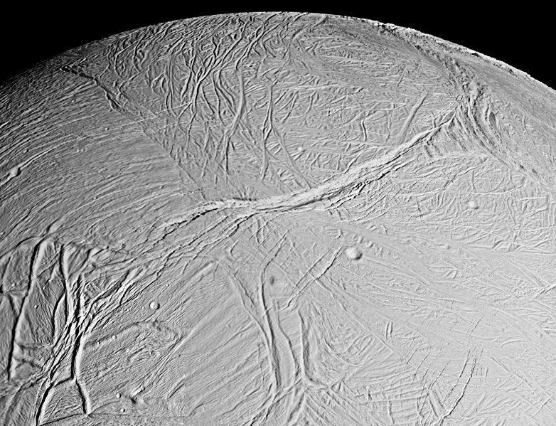 Satürn gezegeninin yörüngesindeki Enceladus uydusu