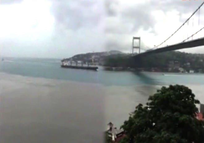 İstanbul Boğazı çamur deprem habercisi mi?