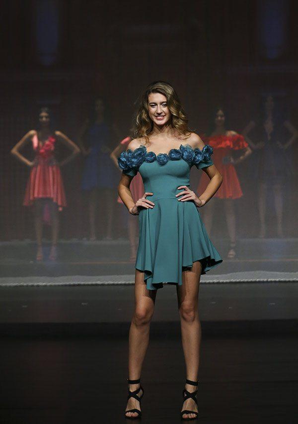 Miss Turkey birincisi seçilen Itır Esen'in tacı geri alındı