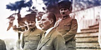 Gazi Mustafa Kemal Paşa İzmir Uşakizade Köşkü'nde.