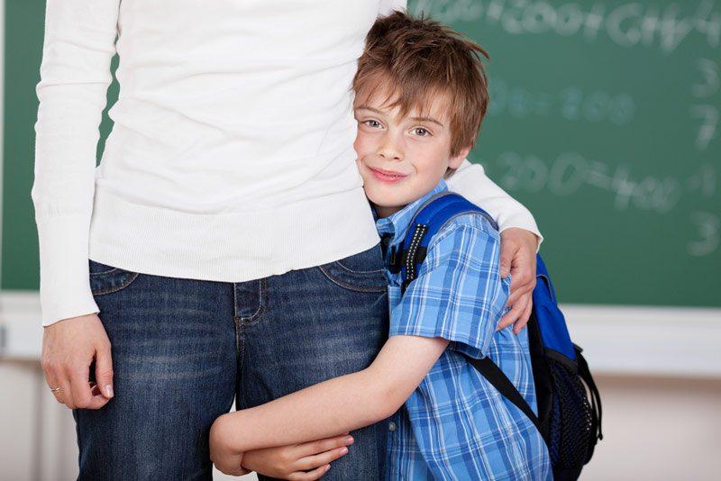 Çocukta okul fobisi nedeni anne olabilir
