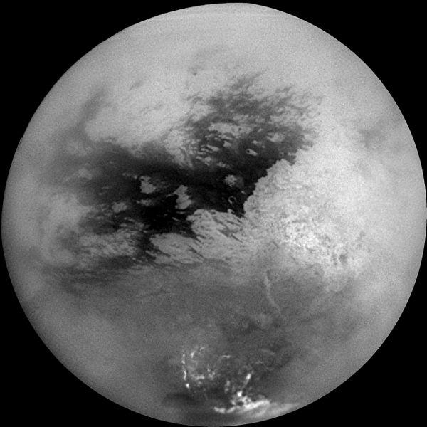 Satürn gezegeninin yörüngesindeki Titan uydusu
