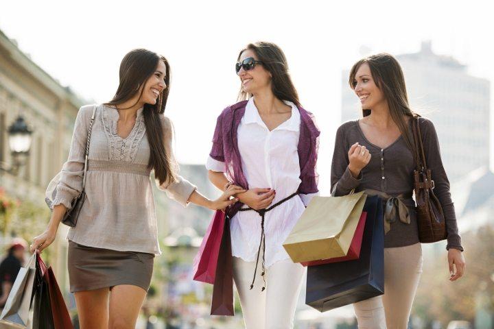 kadınların en çok tercih ettiği kıyafet giyim markalar kıyafet seçimi alışveriş kadın moda