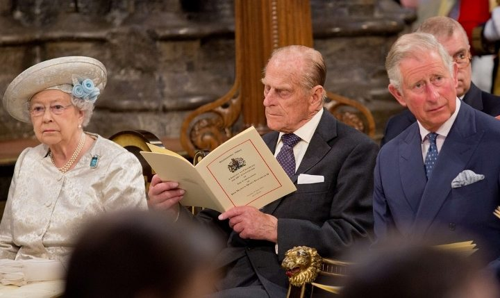 Soldan sağa: Kraliçe Elizabeth, Prens Philip, Prens Charles