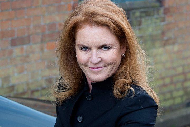 """Sarah Ferguson kızlık adı Sarah Margaret Ferguson, lakabı """"Fergie"""", York Dükü Prens Andrew'in boşandığı eşidir. Evliliğinden dolayı kendisine York Düşesi unvanı verilmiştir."""