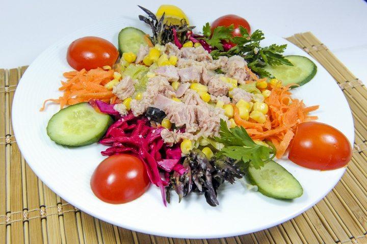 ton balığı kırmızı lahana karışık salata tarifi