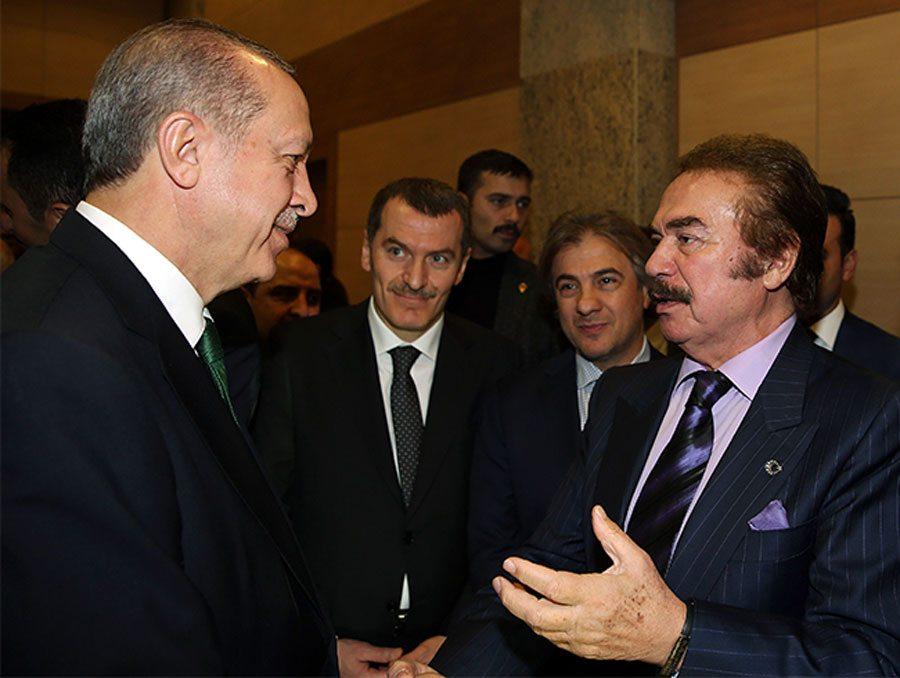 Cumhurbaşkanı Erdoğan, AKM projesinin tanıtım programına katılan sanatçılarla sohbet etti
