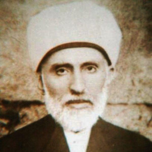 Mustafa Sabri, Osmanlı'nın son döneminde Damat Ferit'in şeyhülislamı olarak görev yaptı. Atatürk için ölüm fermanı hazırladı. 1922'de Mısır'a kaçtı.