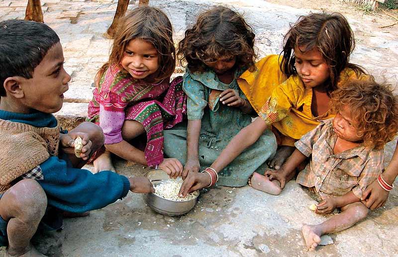 Yoksulluk ve açlık en çok çocukları etkilemektedir.