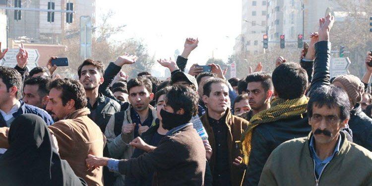 İran halk devrim istiyor: Siyasal İslam protesto ediliyor!
