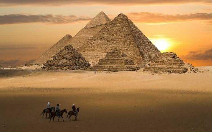Mısır'daki Büyük Giza Piramidi'nde keşfedilen uçak büyüklüğündeki boşluk