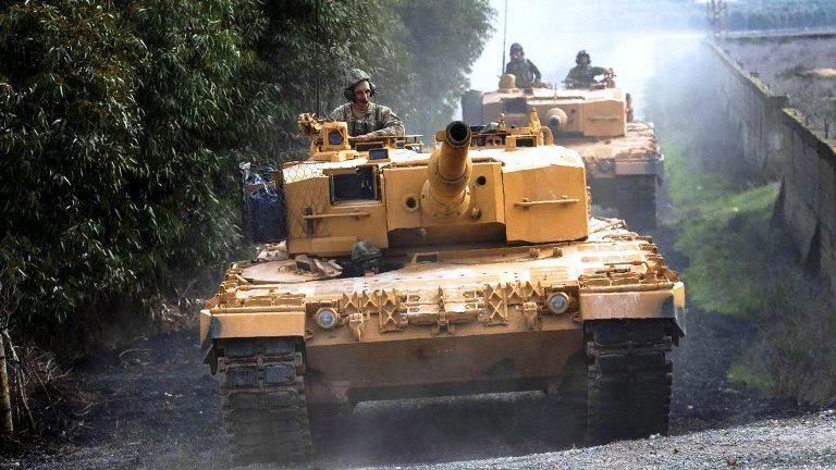 Leopard 2A4 tankları Afrin içerisinde ilerlemekte