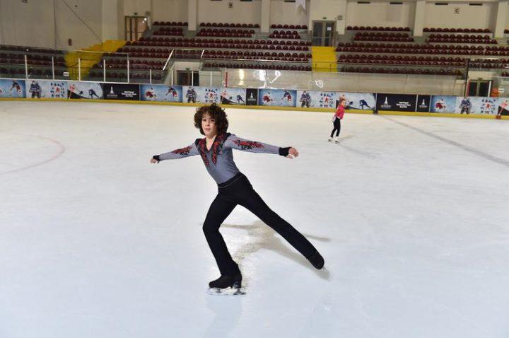 Efe Çetiz, 12 yaşında buz pateninde dünya rekorunun sahibi oldu