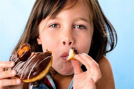 Sadece çocuğundan nefret eden ebeveynler onlara şeker verir