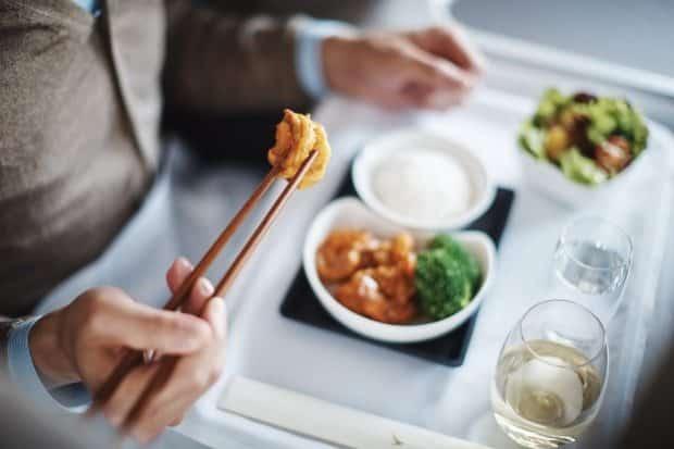 Uçak içi yemek ve ikramlar neden lezzetsiz? chopstick