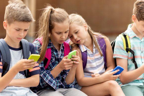 Mutlu çocuk yetiştirmenin sırları neler? Anne baba ne yapmalı? teknoloji telefon tablet