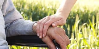 Alzheimer hastası bakımı: Kendini seven sevgisini daha kolay paylaşır