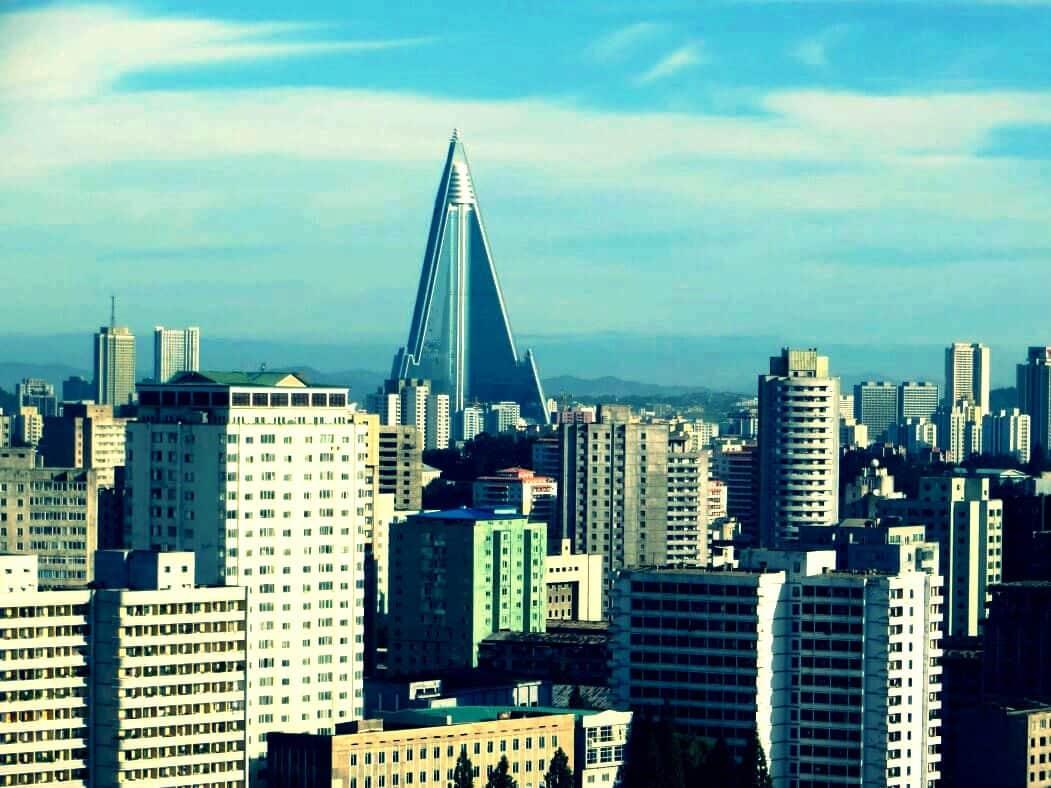 3 milyonluk nüfıusu ile Kuzey Kore'nin başkenti ve en büyük şehri Pyongyang.