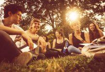 Türkiye'de gençlerin ikilemi: Bağımsızlık elde etmek mi, uyum sağlamak mı?