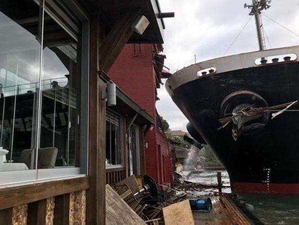 Video: İstanbul Boğazında gemi yalıya çarptı gemi kazası