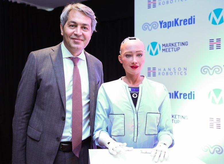 Yapı Kredi Genel Müdür Yardımcısı Yakup Doğan robot sophia