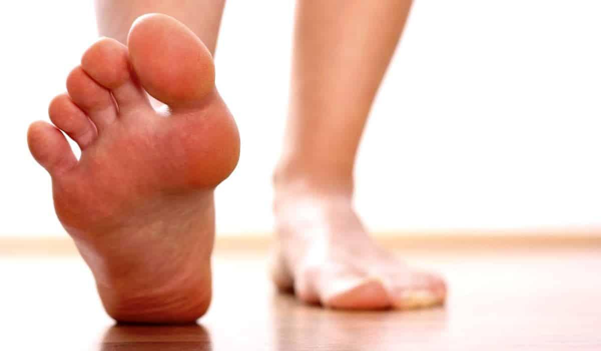 En sık görülen ayak cilt hastalıkları: Mantar, siğil, nasır, ayak kokusu, yağ fıtığı, kabarcıklar, tırnak batması