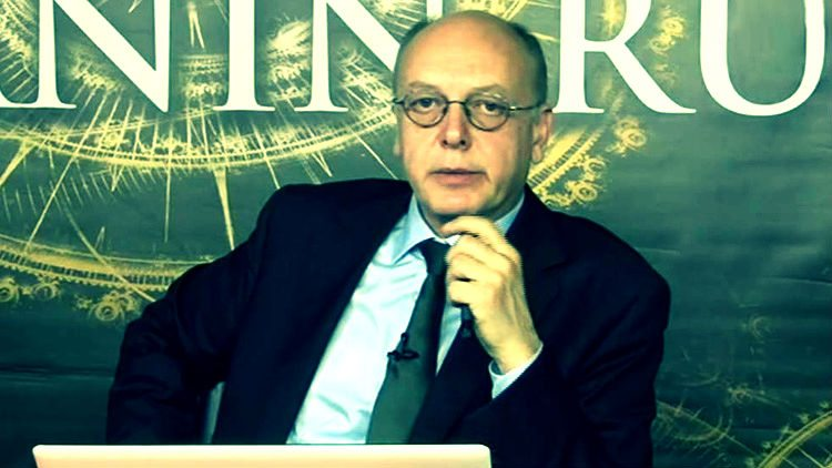 Ekonomist Cüneyt Akman, Halk TV'de Zamanın Ruhu adlı programı sunuyor.