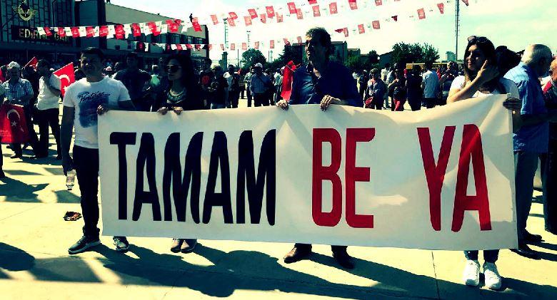 """Muharrem İnce, Edirne Garı önünde """"Tamam be ya"""" yazılı pankart ile karşılandı."""