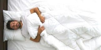 Sırtüstü ve yüzüstü yatmak neden bel ağrısı yapıyor?