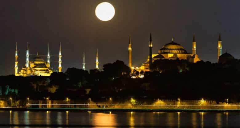 Türkiye anadilde ibadet ve Türkçe ezan
