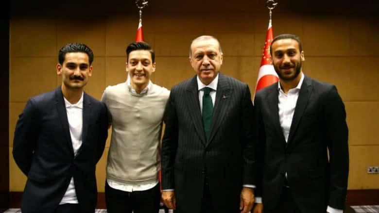Türk asıllı Alman vatandaşı futbolcular protesto ıslıkları İlkay Gündoğan mesut özil