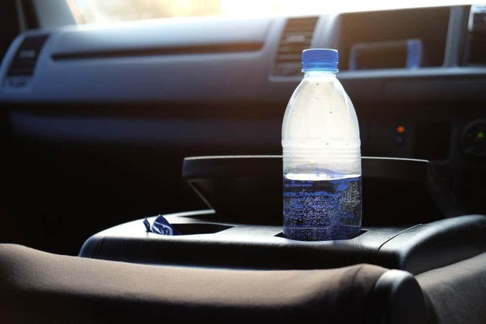 Arabada bırakılan plastik su şişesi yangın çıkarabilir!