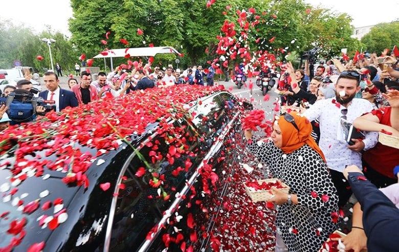 erdoğan makam aracı çiçekler yemin töreni