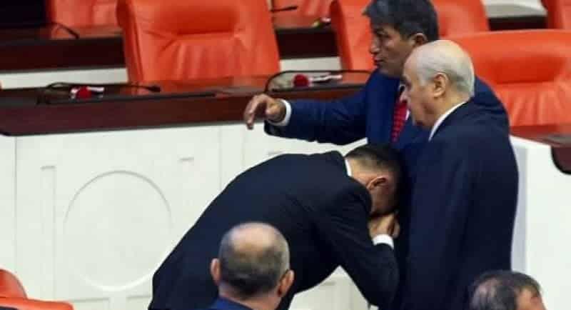 iyi Parti Müsavat Dervişoğlu Hayati Arkaz Devlet Bahçeli nin elini öptü