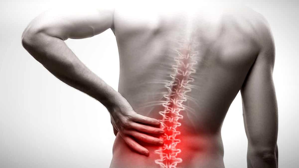 Şiddetli bel ağrısı nedenleri neler? Ağrıya iyi gelen öneriler