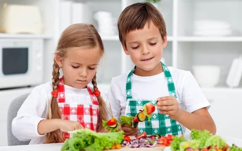 Çocuklar için bir günlük beslenme programı ve olmazsa olmaz yiyecekler listesi