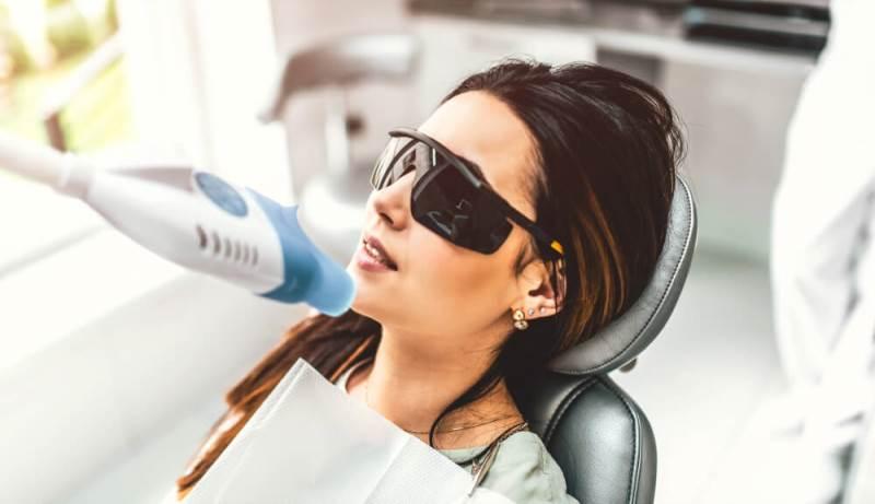 lazerle diş beyazlatma işlemi detayları